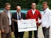 25. Mai 2011: Check-Übergabe zu Gunsten des Karswaldbads in Arnsdorf. V.l. Aloysius Mikwauschk (MdL CDU), Arnold Vaatz (MdB CDU), Lars Werthmann (Gemeindeabgeordneter) und Jens Duttge (Vertreter Karswaldbad).   Foto: Willem gr. Darrelmann.